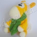 Лошадка в шарфе: вязанный крючком сувенир на 2014 год