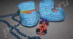 Вяжем крючком пинетки для мальчика