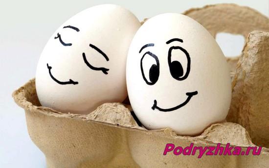 Яйца с нарисованными лицами