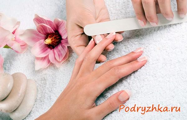 Придание формы ногтям с помощью пилочки