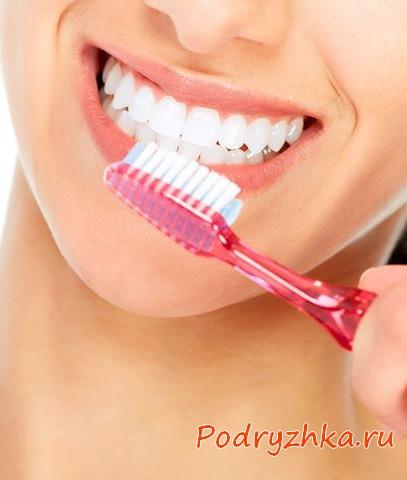 Пилинг губ зубной щеткой
